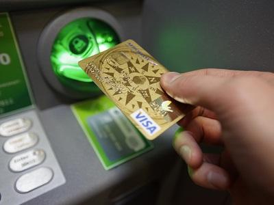 Как снять деньги с кредитной карты